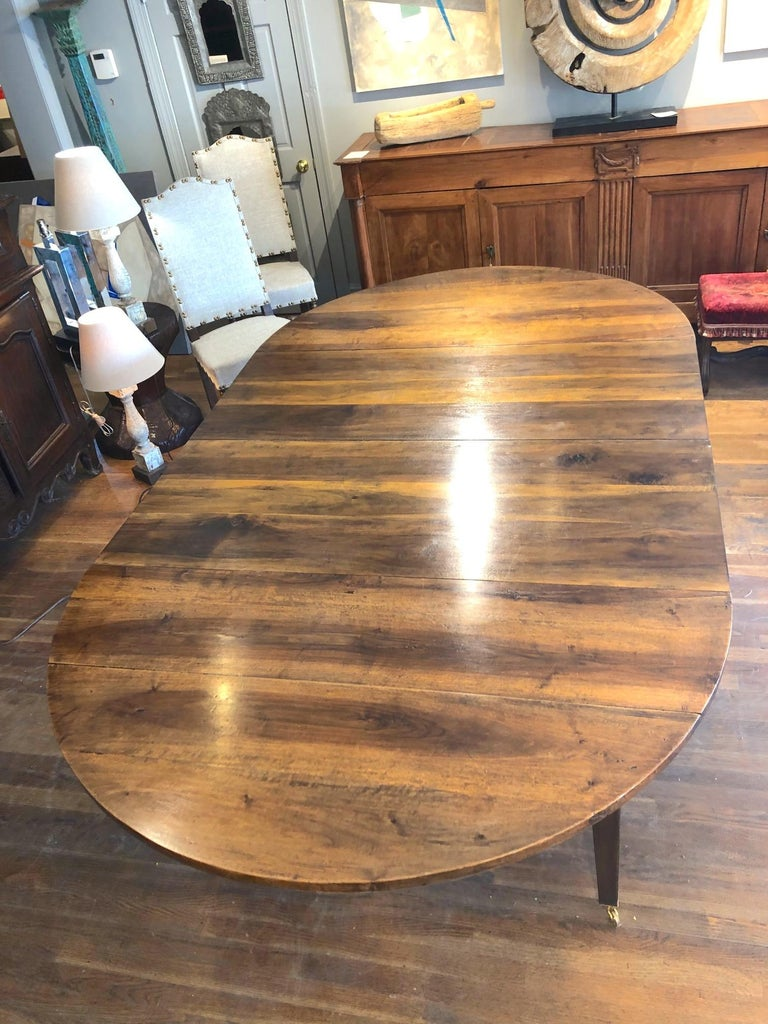 19th Century Louis XVI Style French Provincial Extending Walnut Dining Table For Sale 1