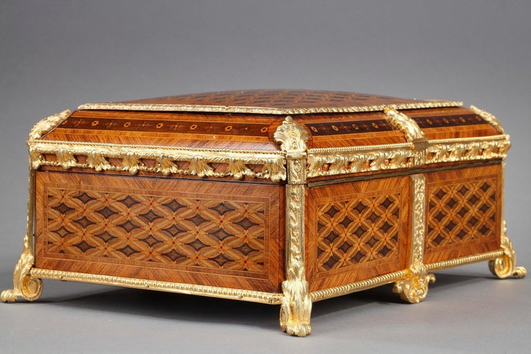 19th Century Louis XVI-Style Marquetry Jewelry Box In Good Condition For Sale In Paris, FR