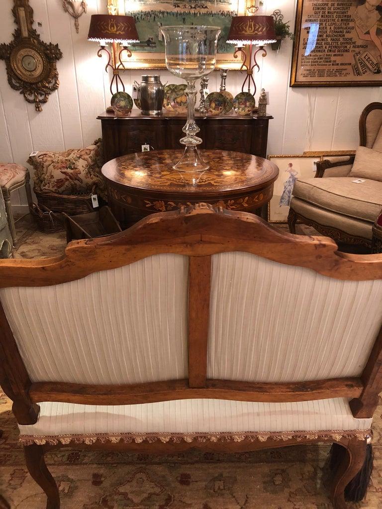 19th Century Lovely Louis XV Walnut Settee Loveseat For Sale 10