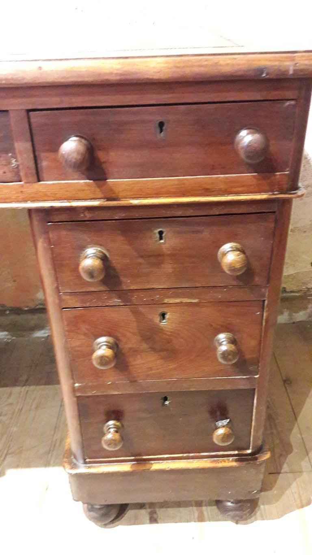 English 19th Century Mahogany Desk For Sale