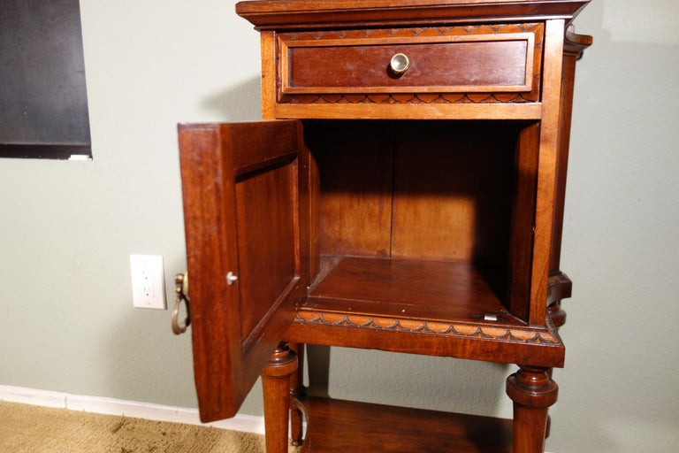 Pair of 19th Century Mahogany Nightstand For Sale 3