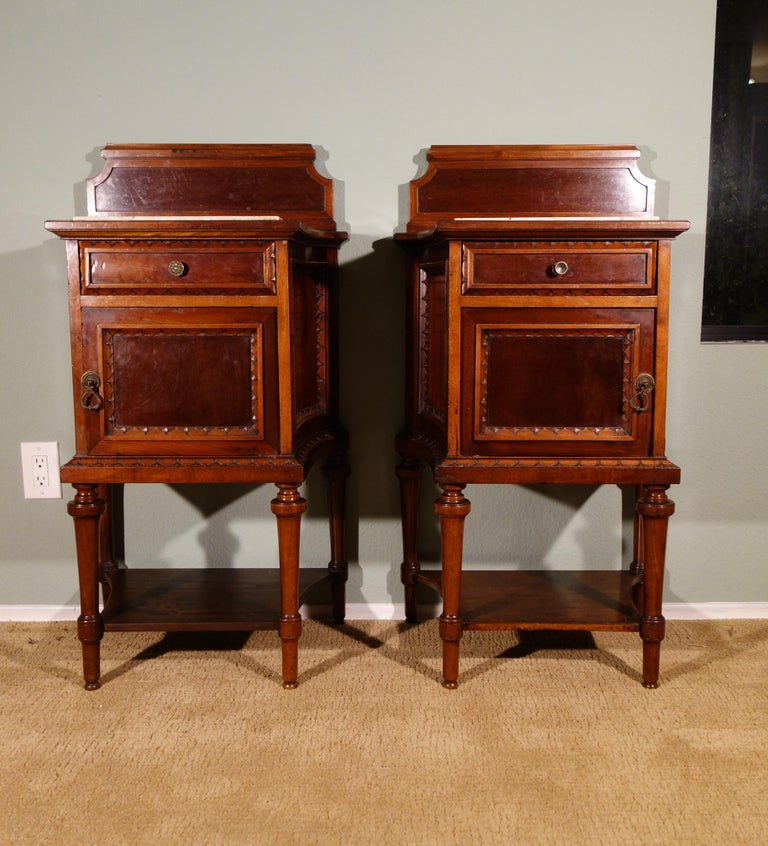 Pair of 19th Century Mahogany Nightstand For Sale 6