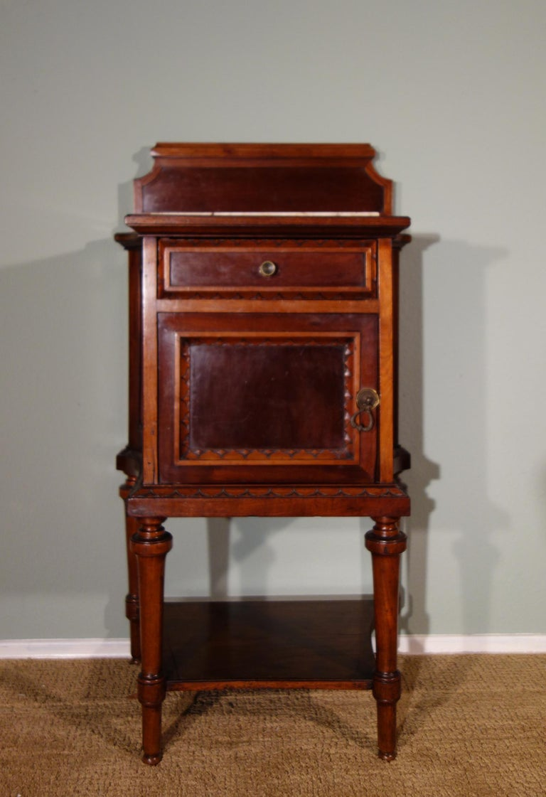 Pair of 19th Century Mahogany Nightstand For Sale 8