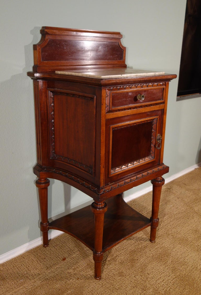 Pair of 19th Century Mahogany Nightstand For Sale 9