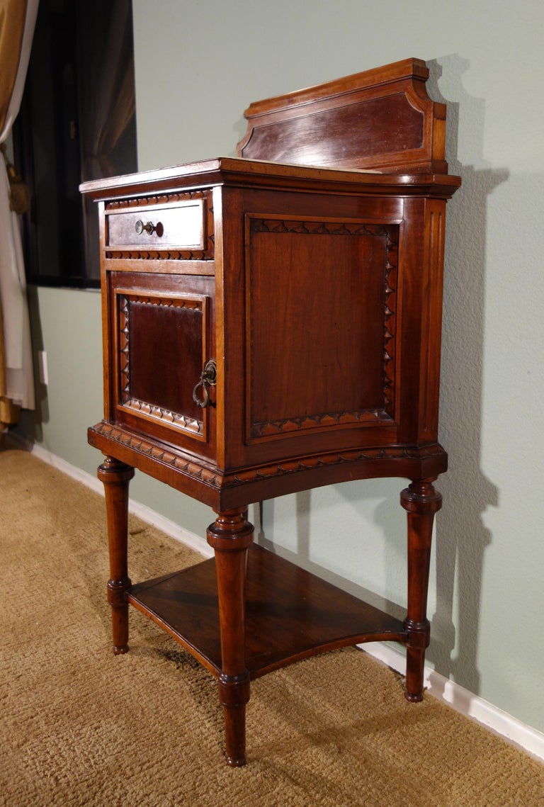 Pair of 19th Century Mahogany Nightstand For Sale 10