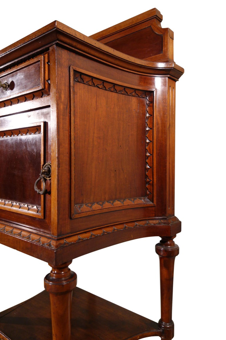 Pair of 19th Century Mahogany Nightstand In Good Condition For Sale In Encinitas, CA