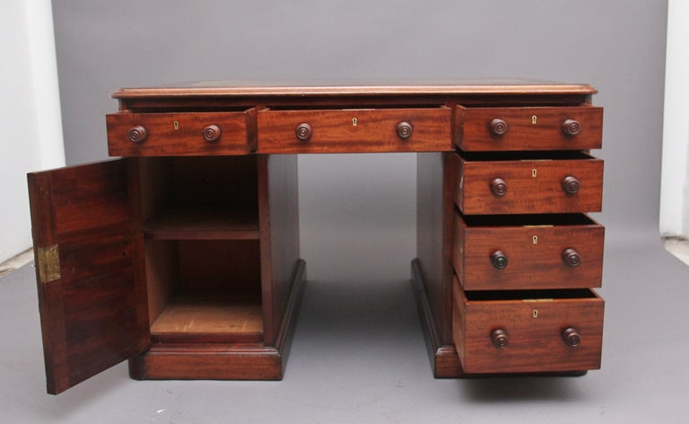 Mid-19th Century 19th Century Mahogany Partners Desk Stamped Gillows For Sale