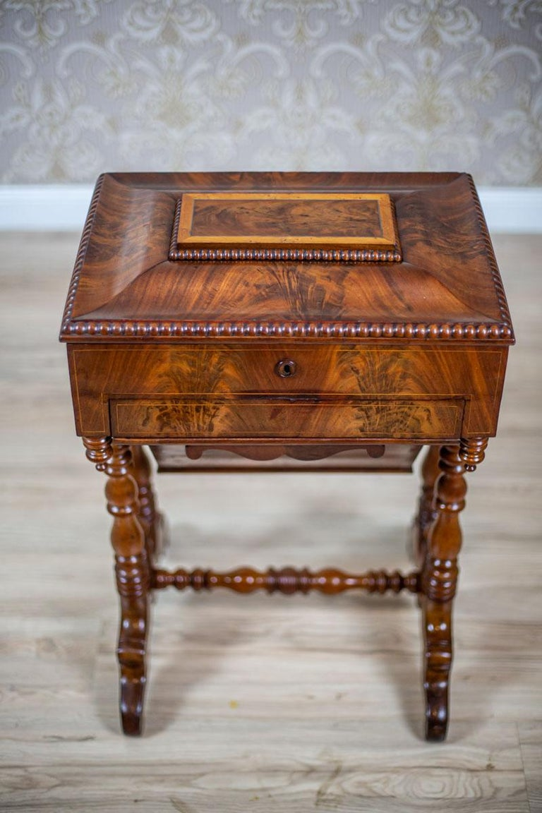 Veneer 19th Century Mahogany Sewing Table For Sale