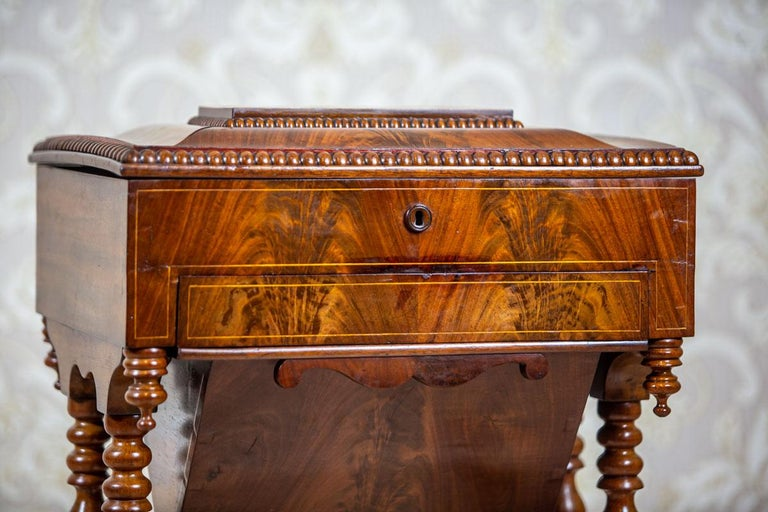 19th Century Mahogany Sewing Table In Good Condition For Sale In Opole, PL