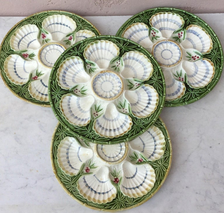 19th Century Majolica Bamboo and Berries Oyster Plate Salins In Good Condition For Sale In The Hills, TX