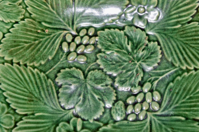 19th Century Majolica Handled Dish In Good Condition For Sale In High Point, NC