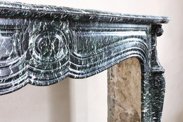 19th Century Mantel Piece in Pompadour Style of Vert de Mer Marble In Good Condition For Sale In Made, NL
