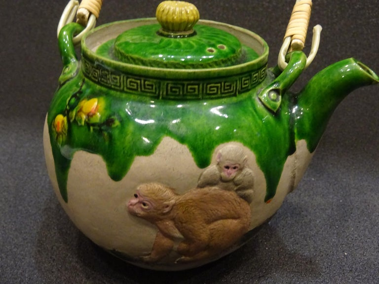 19th Century Meiji Japanese Green Ceramic with Monkeys Teapot with Mark of Banko For Sale 4