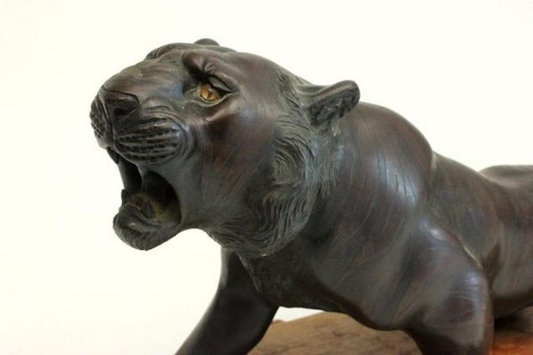 19th century Meiji Period Bronze Tiger In Good Condition For Sale In Lymington, Hampshire