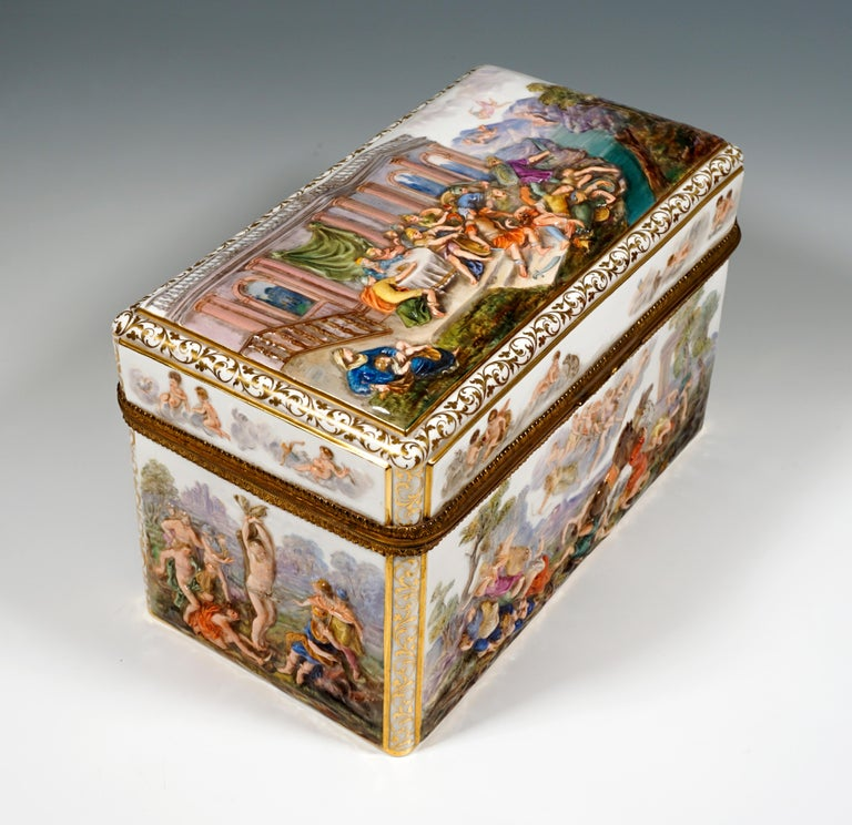 Very rare early Meissen item: Large jewelry box in the style of Capodimonte on a rectangular floor plan, with all-round, strongly colored relief depictions from Greek mythology, such as the 'Crucifixion of Marsias', or the 'Story of the King's Son