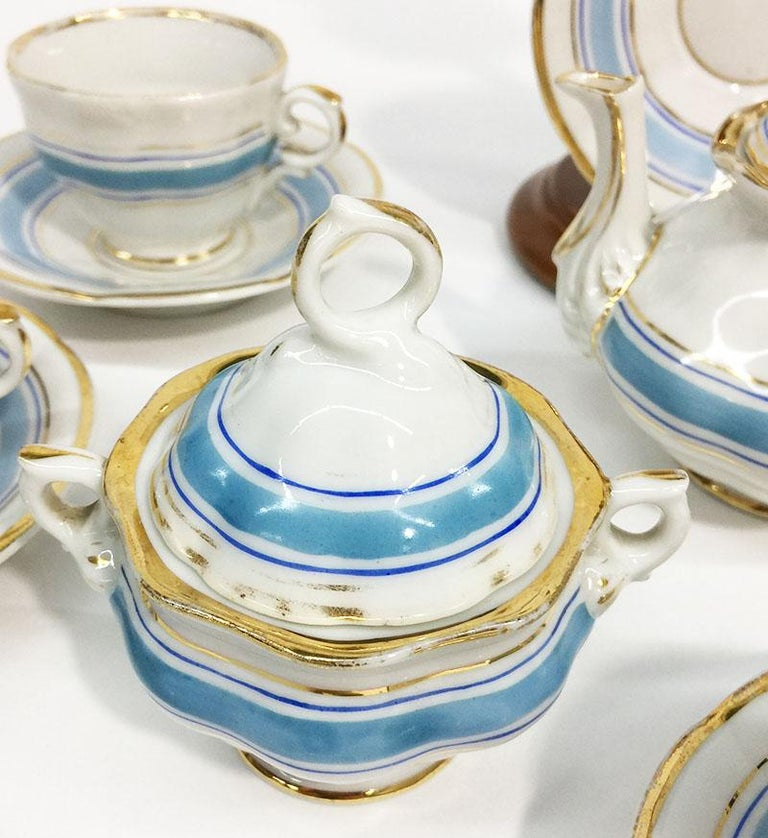 19th Century Miniature Childs Porcelain Tea Service In Good Condition For Sale In Delft, NL