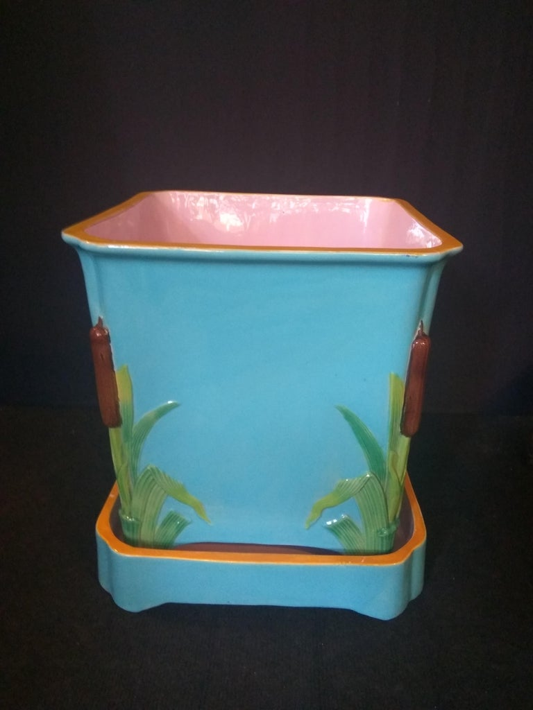 This model of cache pot and its support was made in Minton in the 1865s. We find the characteristics of the work of this brilliant manufactory: the bright and brilliant colours (typical turquoise, layette pink, golden yellow), the references to