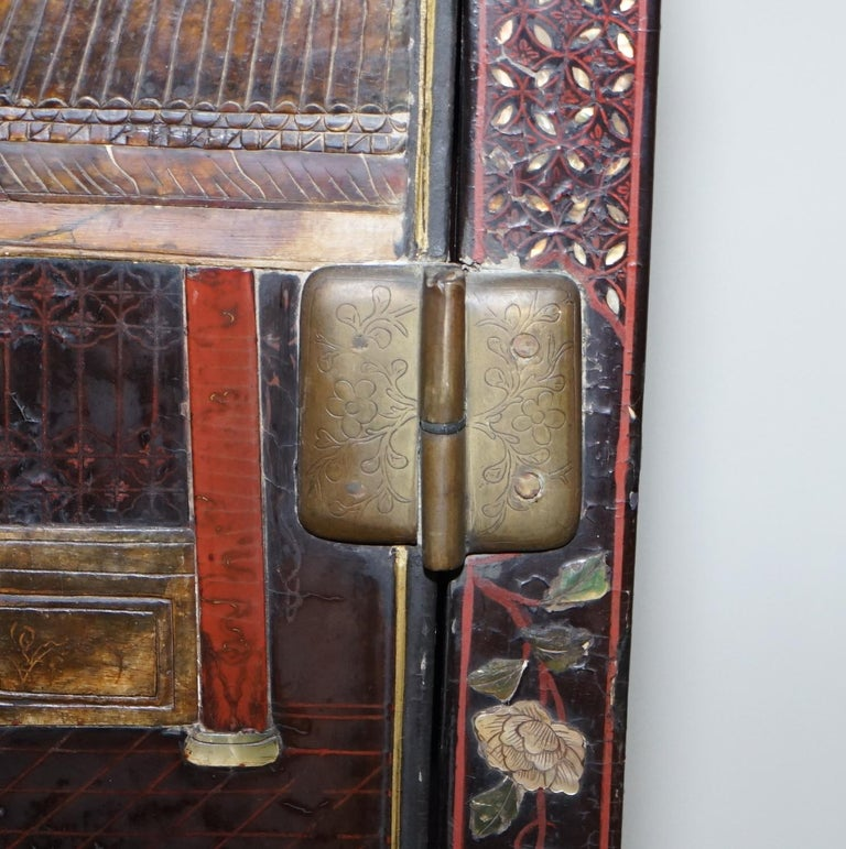 19th Century Mother of Pearl Inlaid Chinese Lacquer Brass Engraved Cabinet Chest For Sale 4