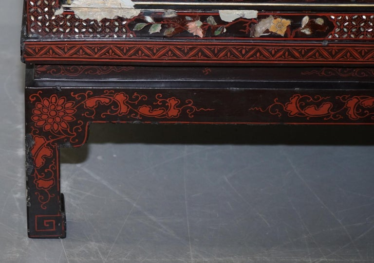 19th Century Mother of Pearl Inlaid Chinese Lacquer Brass Engraved Cabinet Chest For Sale 6