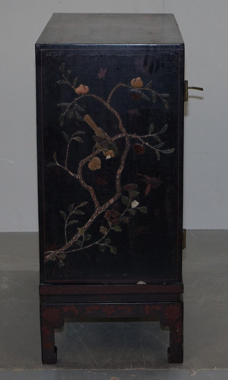 19th Century Mother of Pearl Inlaid Chinese Lacquer Brass Engraved Cabinet Chest For Sale 8