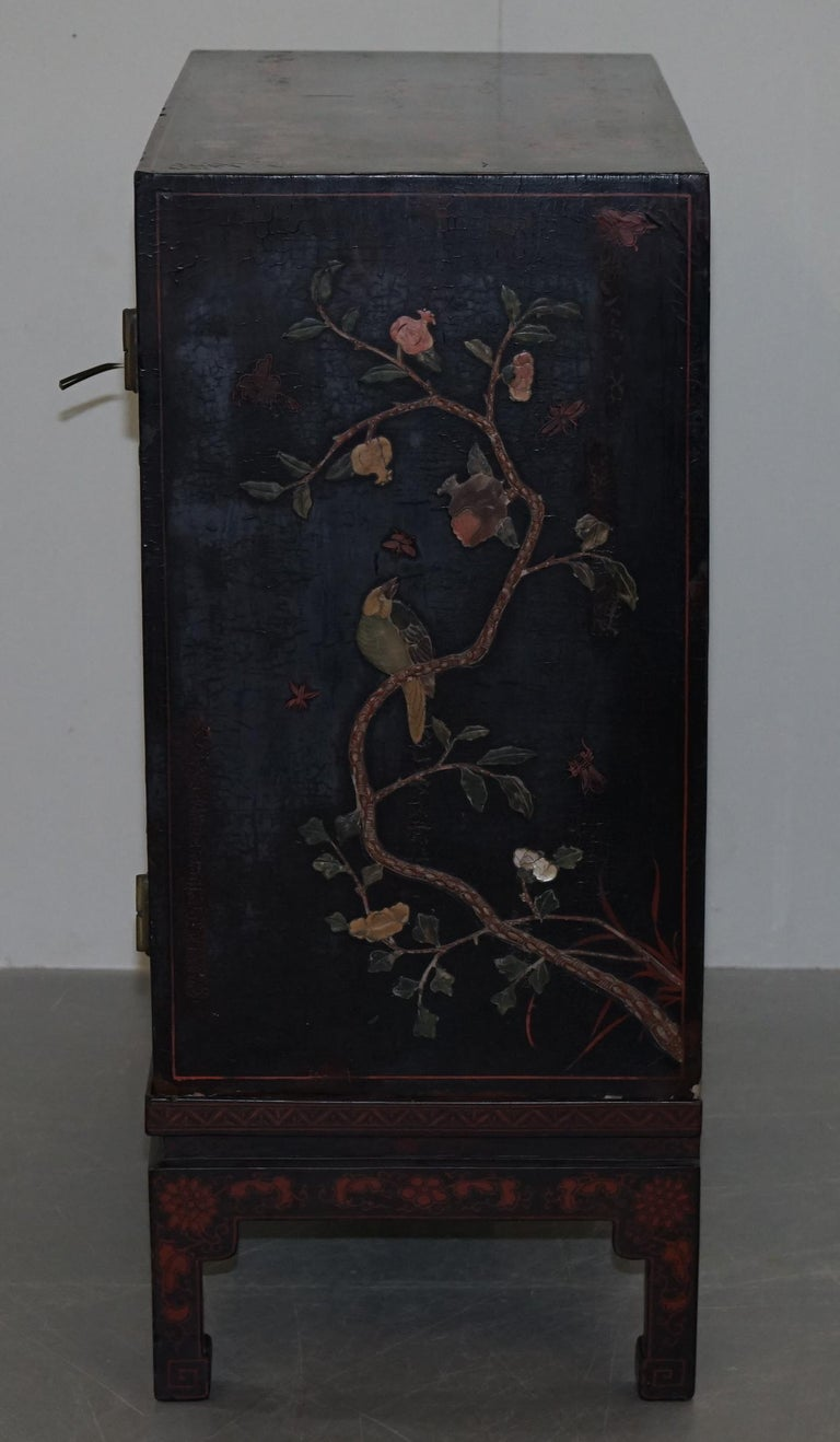 19th Century Mother of Pearl Inlaid Chinese Lacquer Brass Engraved Cabinet Chest For Sale 9