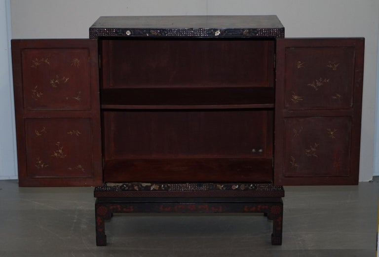 19th Century Mother of Pearl Inlaid Chinese Lacquer Brass Engraved Cabinet Chest For Sale 11