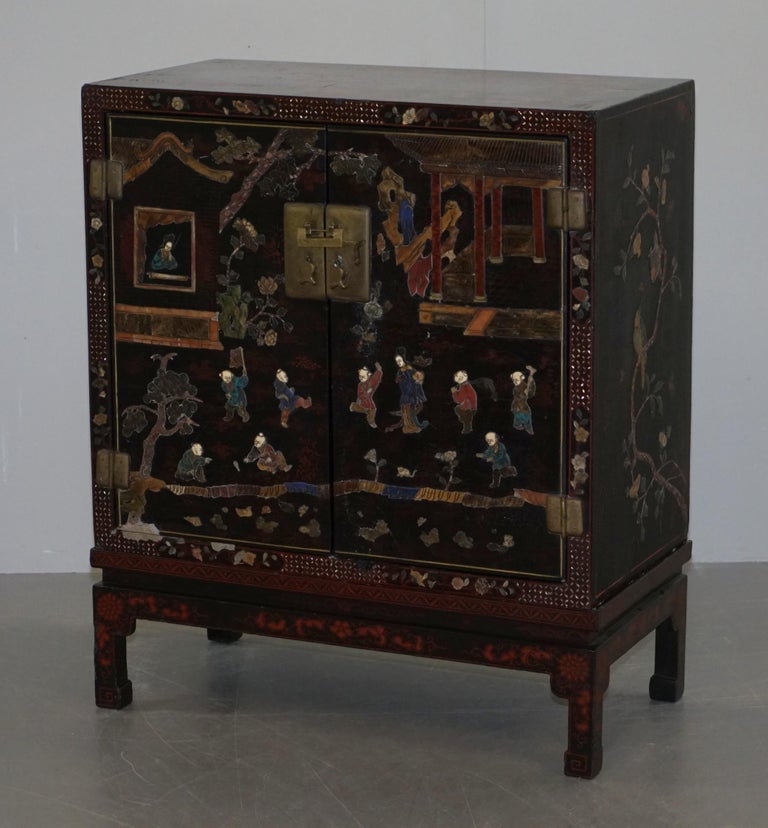 High Victorian 19th Century Mother of Pearl Inlaid Chinese Lacquer Brass Engraved Cabinet Chest For Sale