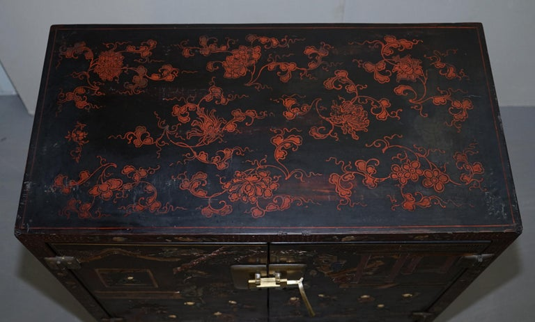 Lacquered 19th Century Mother of Pearl Inlaid Chinese Lacquer Brass Engraved Cabinet Chest For Sale