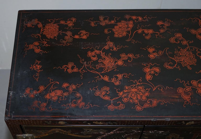 19th Century Mother of Pearl Inlaid Chinese Lacquer Brass Engraved Cabinet Chest In Good Condition For Sale In London, GB