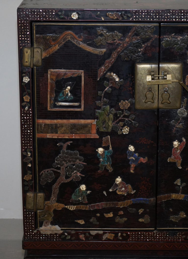 Mid-19th Century 19th Century Mother of Pearl Inlaid Chinese Lacquer Brass Engraved Cabinet Chest For Sale