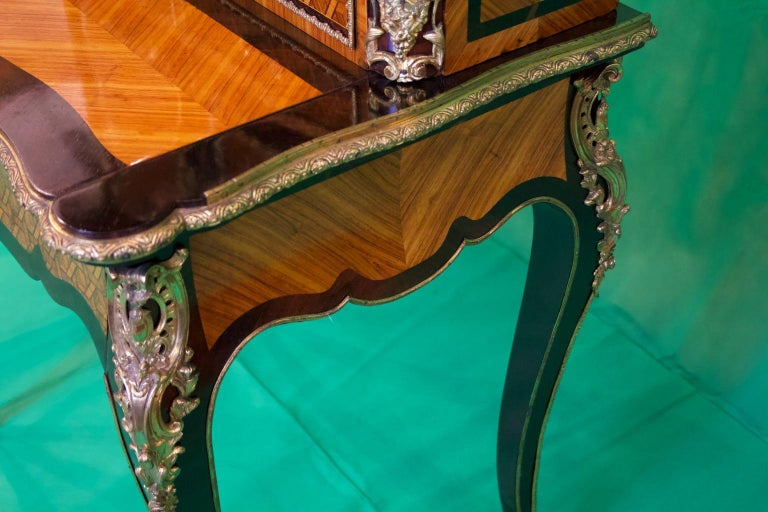 19th Century French Napoleon III Rosewood and Kingwood  Writing Table, 1850s For Sale 4
