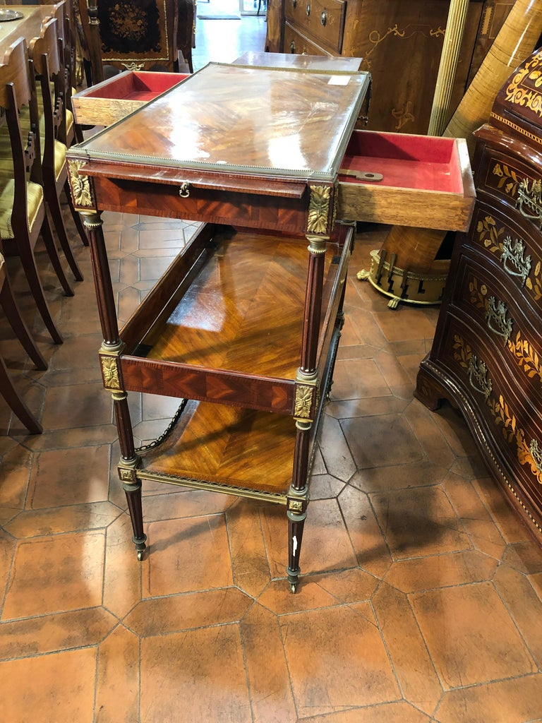 19th Century Napoleon III Rosewood France Étagère Table, 1860s For Sale 7