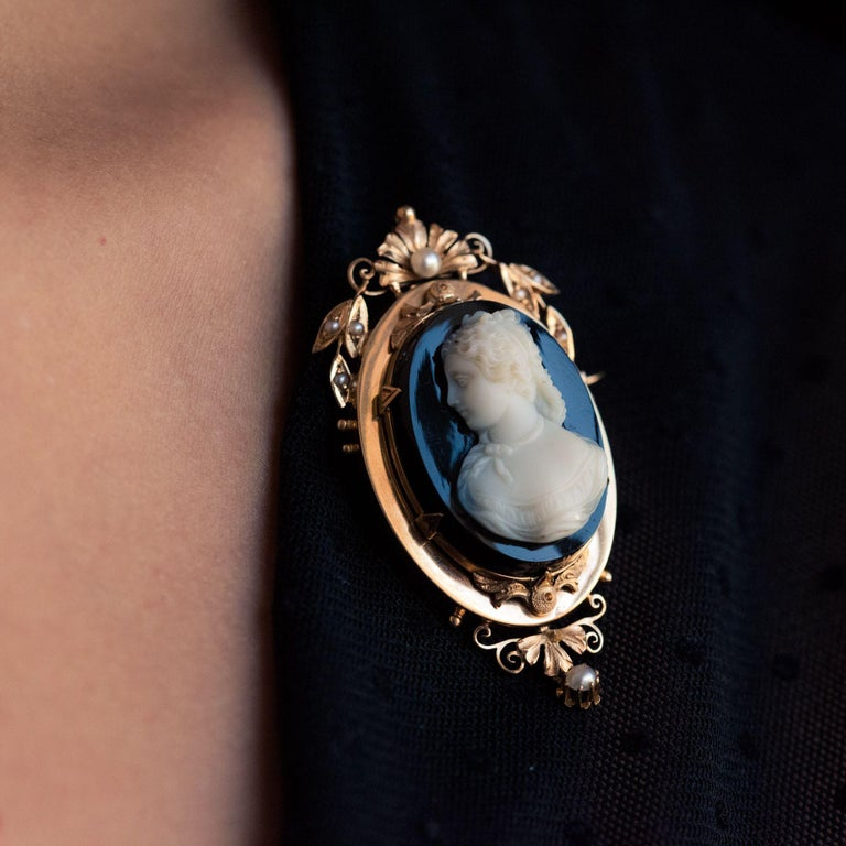 19th Century Natural Pearls Onyx Cameo 18 Karat Rose Gold Pendant Brooch For Sale 11