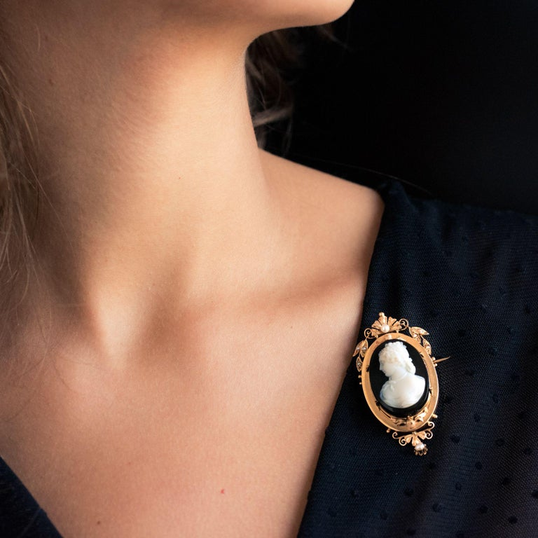 Women's 19th Century Natural Pearls Onyx Cameo 18 Karat Rose Gold Pendant Brooch For Sale