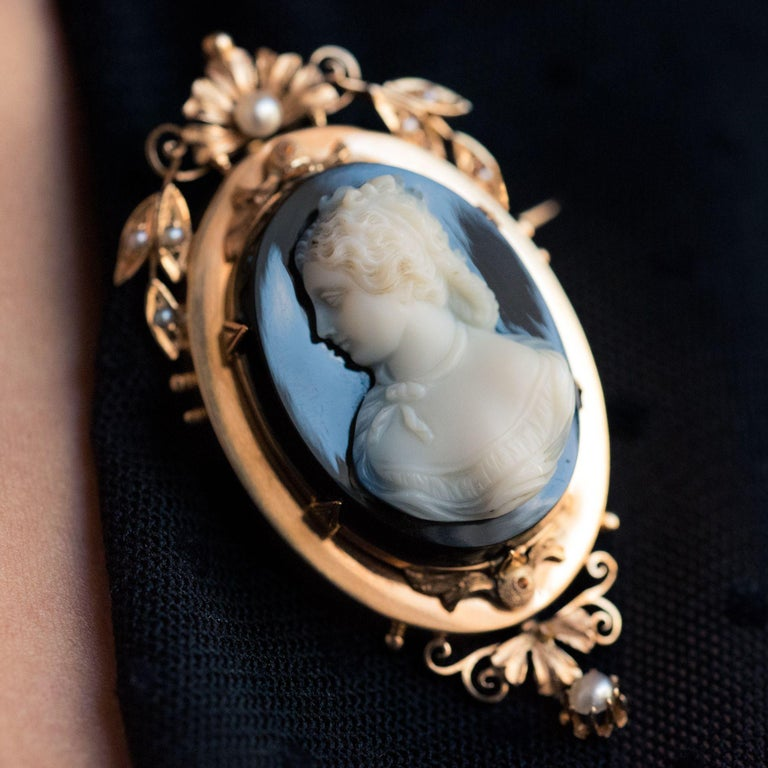 19th Century Natural Pearls Onyx Cameo 18 Karat Rose Gold Pendant Brooch For Sale 3