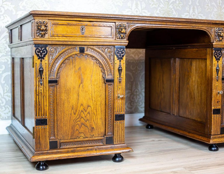Renaissance Revival 19th Century Neo-Renaissance Oak Desk For Sale