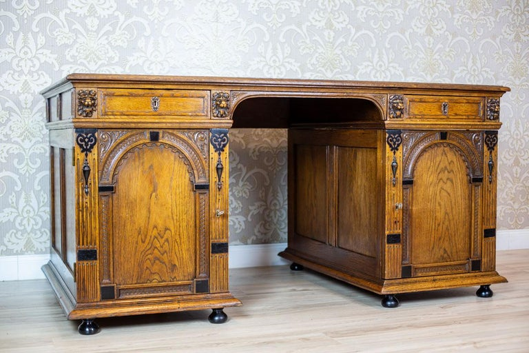 19th Century Neo-Renaissance Oak Desk For Sale 1