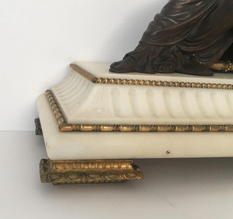 19th Century Neoclassical French Marble and Gilded Bronze Mantel Clock For Sale 4