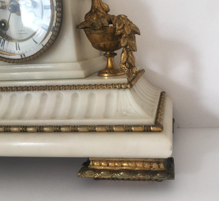 19th Century Neoclassical French Marble and Gilded Bronze Mantel Clock For Sale 5