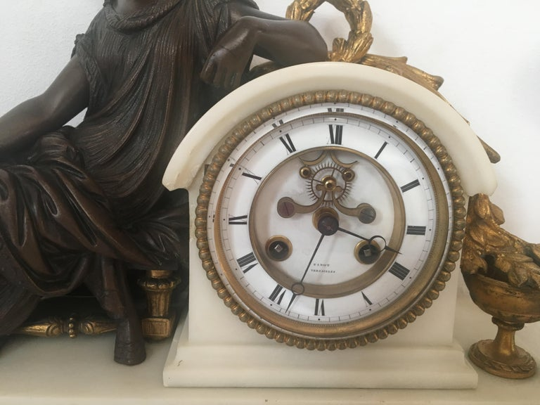 19th Century Neoclassical French Marble and Gilded Bronze Mantel Clock In Good Condition For Sale In Arles, FR