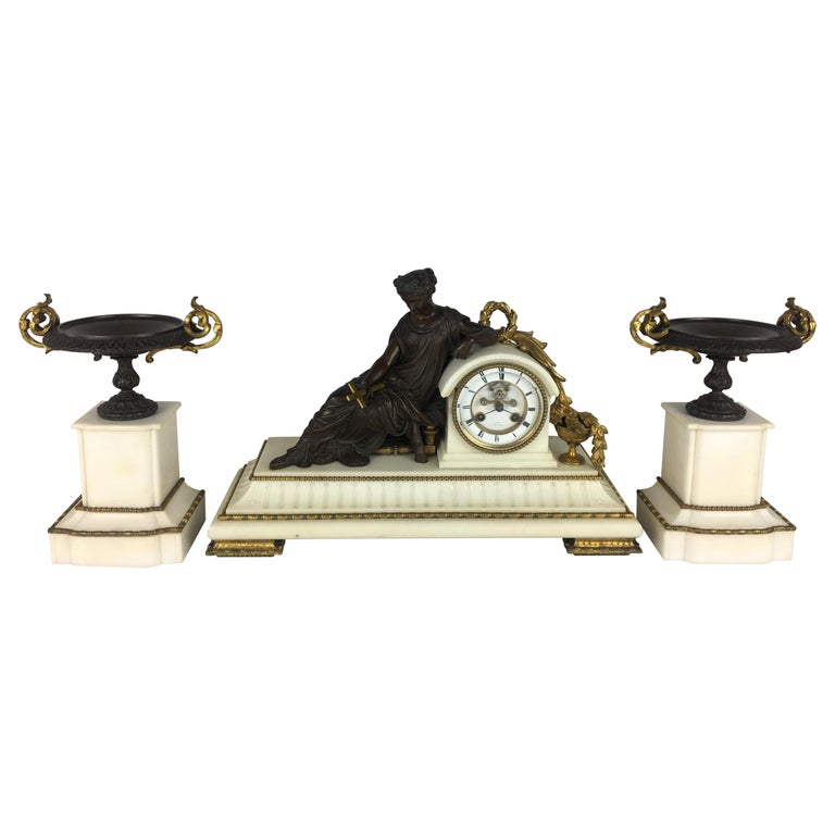 19th Century Neoclassical French Marble and Gilded Bronze Mantel Clock For Sale