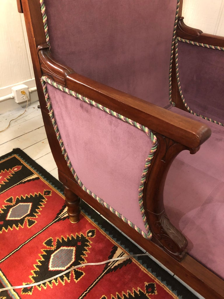 19th Century Neoclassical Parisian Aubergine Velvet Daybed Chaise Recamier In Excellent Condition For Sale In Hopewell, NJ
