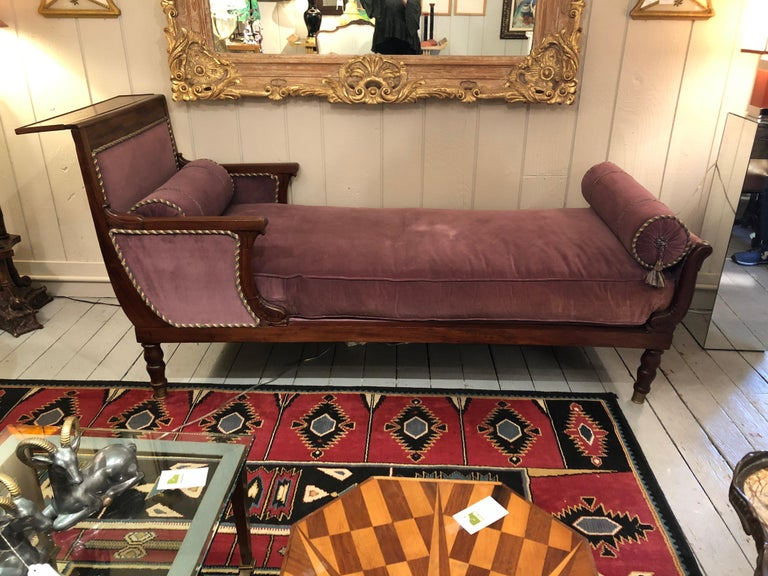 19th Century Neoclassical Parisian Aubergine Velvet Daybed Chaise Recamier For Sale 2