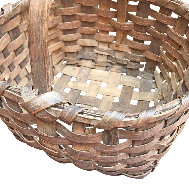 19th Century New England Gathering Basket In Good Condition For Sale In Chicago, IL
