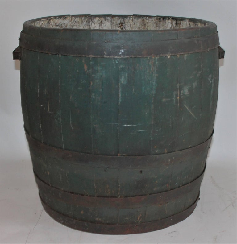This country farmhouse original painted country barrel has cast iron original handles and is in good as found condition. Great on a front porch or in a kitchen.