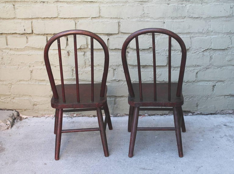 19th Century Original Red Painted Children's Table and Collection of Four Chairs For Sale 1