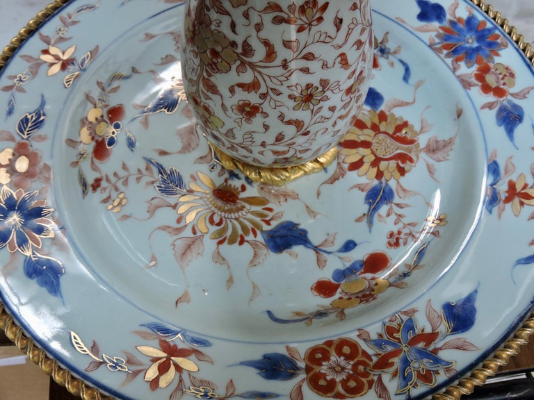 19th Century Ormolu-Mounted and 18th Century Chinese Porcelain Centrepiece For Sale 3