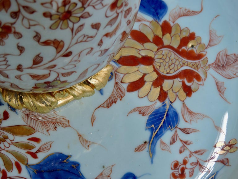 19th Century Ormolu-Mounted and 18th Century Chinese Porcelain Centrepiece For Sale 5