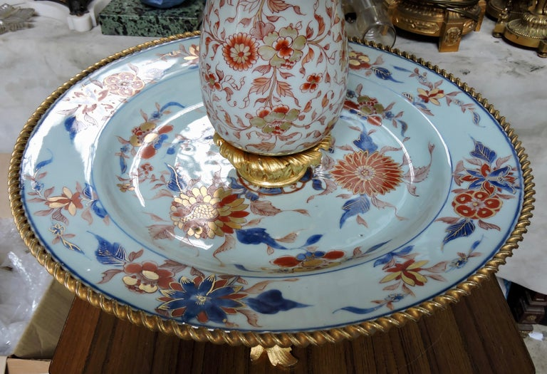 19th Century Ormolu-Mounted and 18th Century Chinese Porcelain Centrepiece For Sale 6