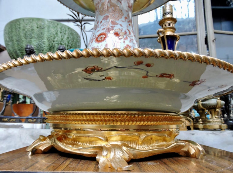 19th Century Ormolu-Mounted and 18th Century Chinese Porcelain Centrepiece For Sale 9